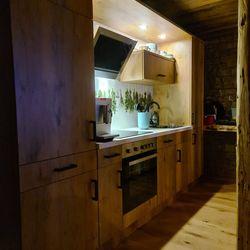 Moderne Küche Holzdesign ©Liebe zur Steiermark