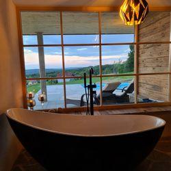 Badewanne mit Panoramablick Haus Weinschlöss'l ©Liebe zur Steiermark